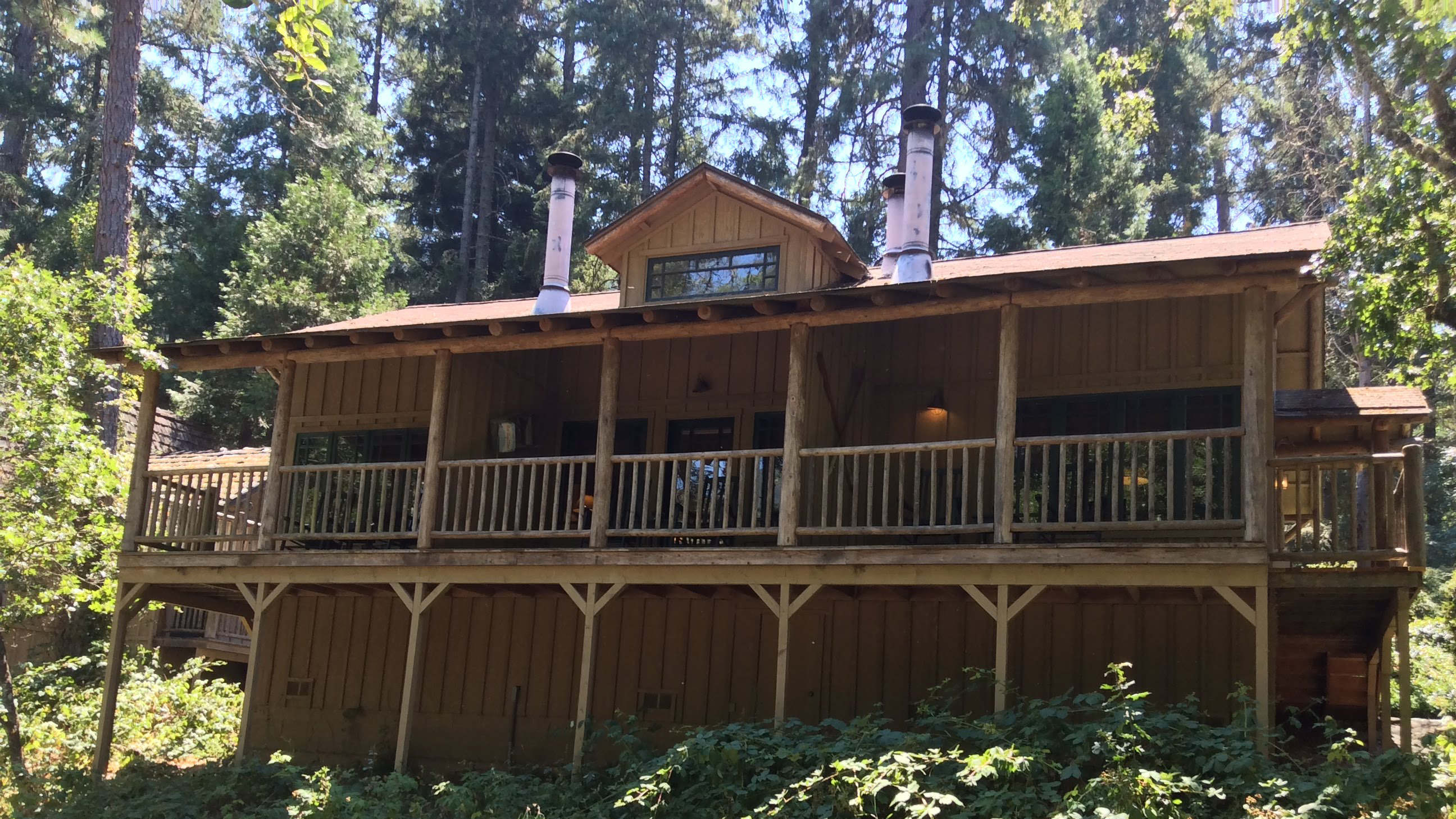 Our triplex buildings have 3 cabins facing the river, each with a private deck